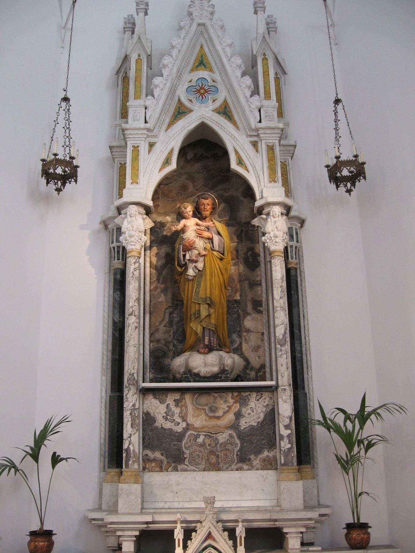 Chiesa_interno-2009-01-27-13.05.35.jpg