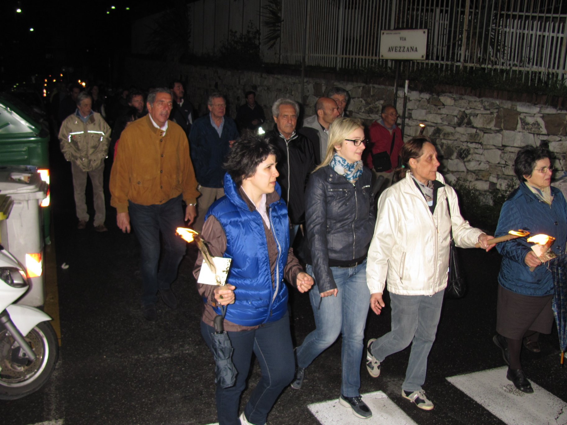 fiaccolata_via_ventotene_2013-05-05-20-14-05