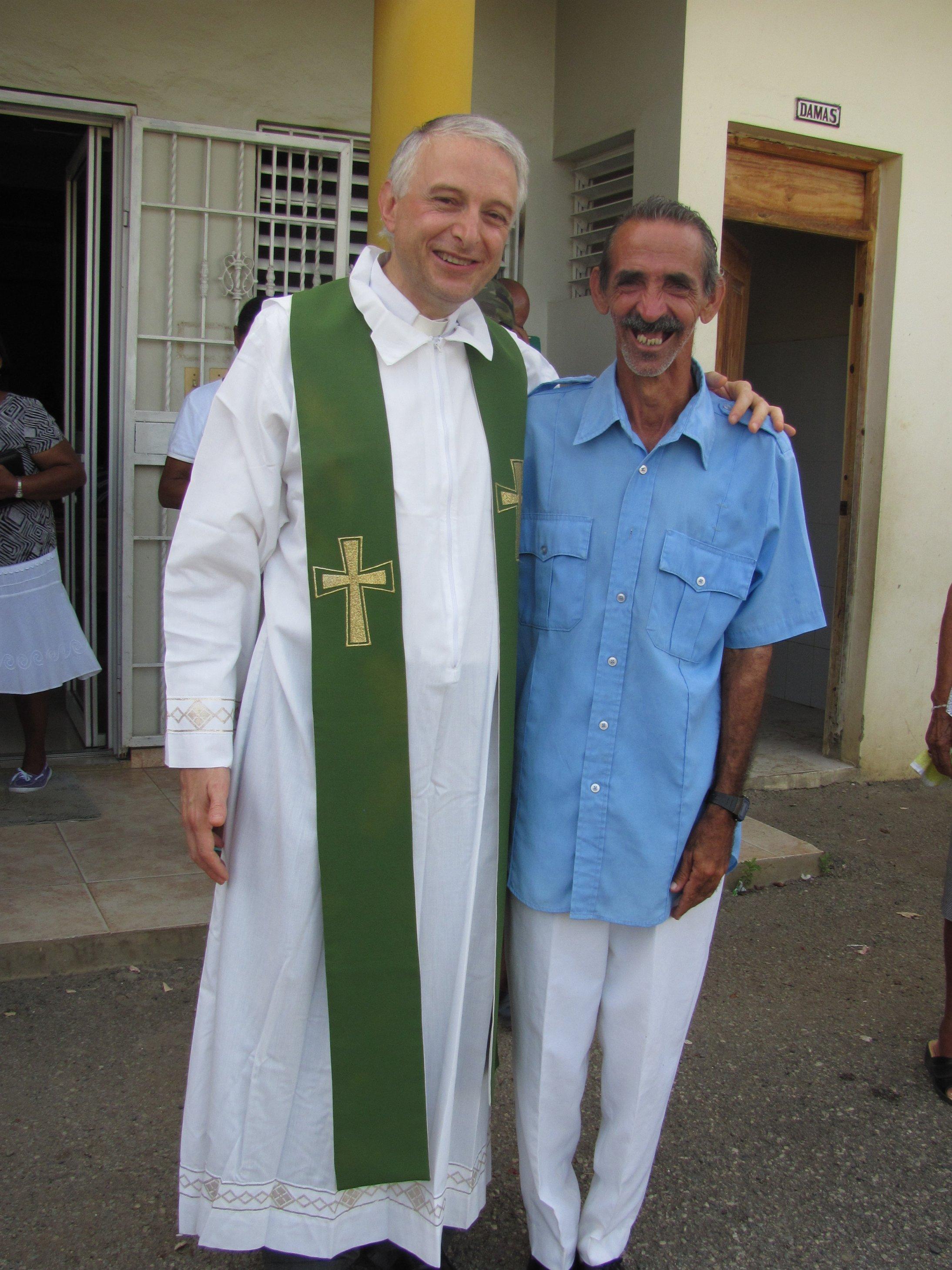 guaricano_misa_dispensario_2012-06-25-07-53-53