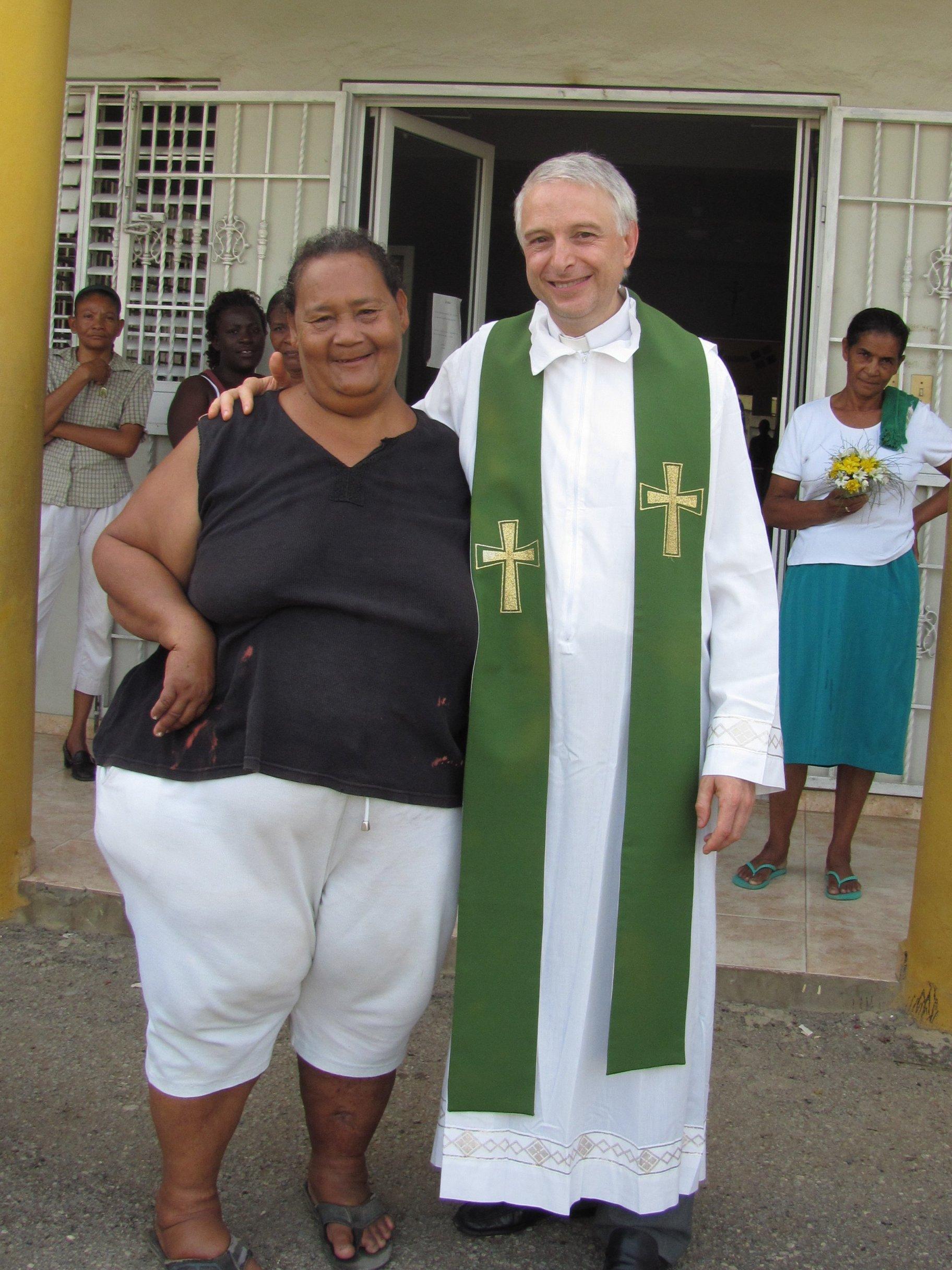 guaricano_misa_dispensario_2012-06-25-07-55-16
