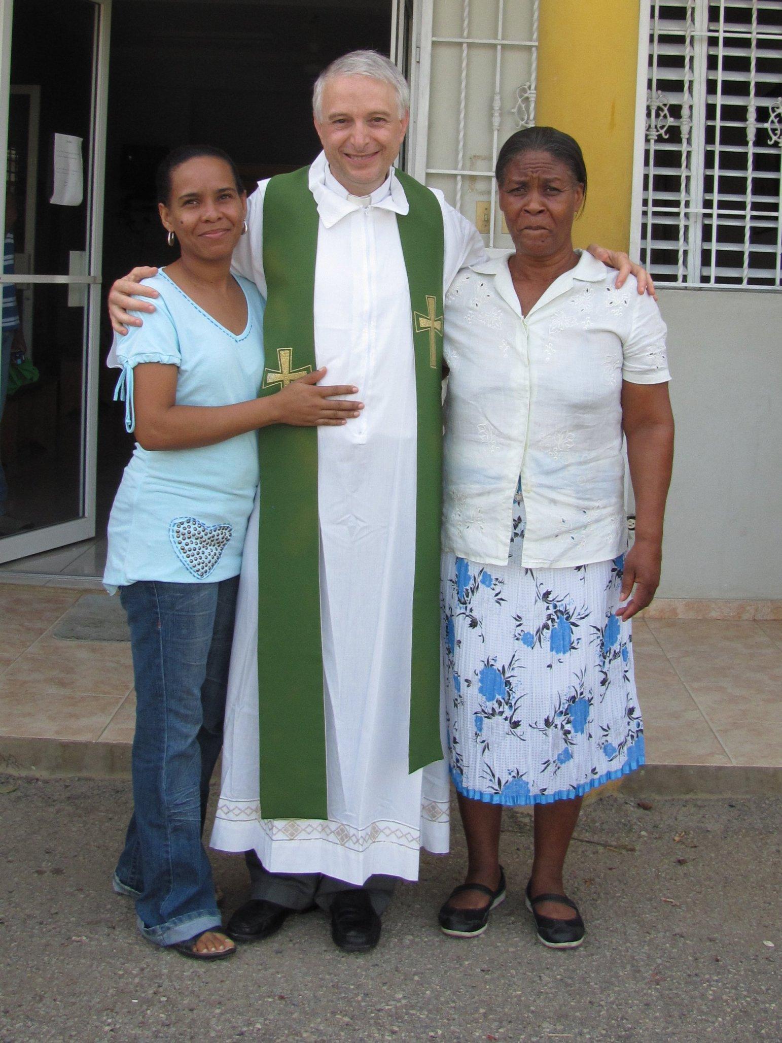 guaricano_misa_dispensario_2012-06-25-07-56-38