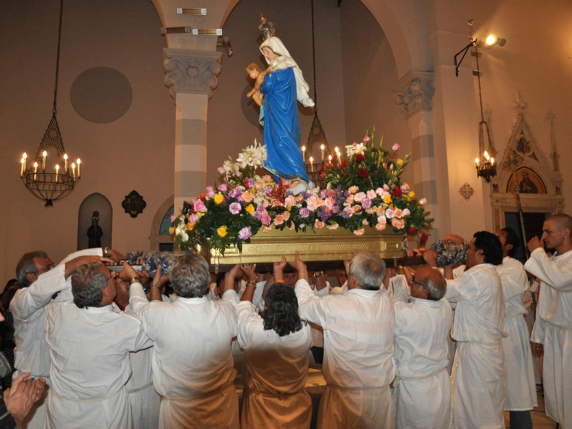 processione_madonna-2011-05-29-22-01-27