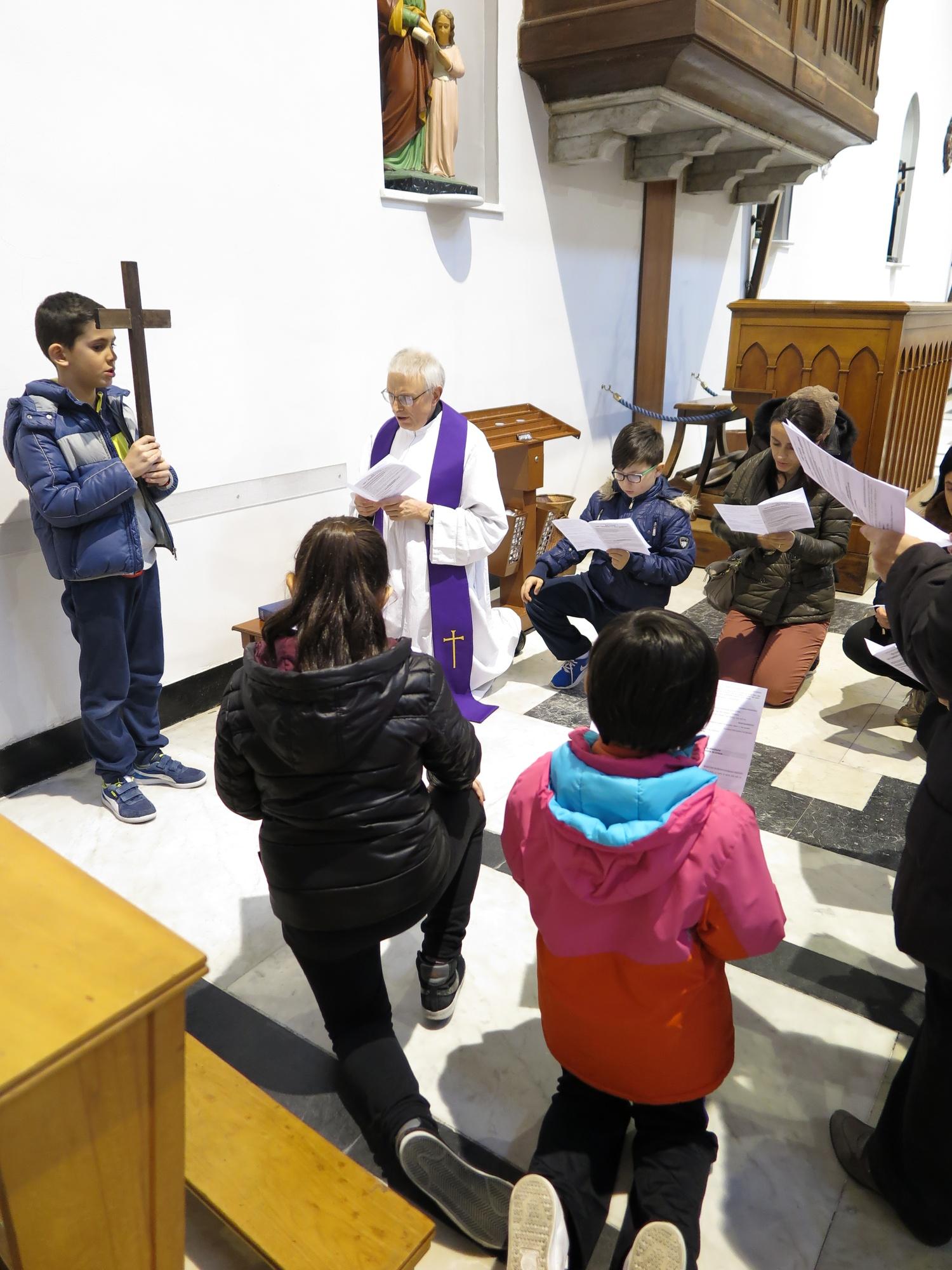 via-crucis-catechismo-2016-03-15-17-18-42