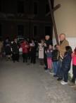 via_crucis_nel_quartiere_2014-04-11-21-11-09