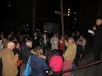 via_crucis_nel_quartiere_2014-04-11-21-43-43